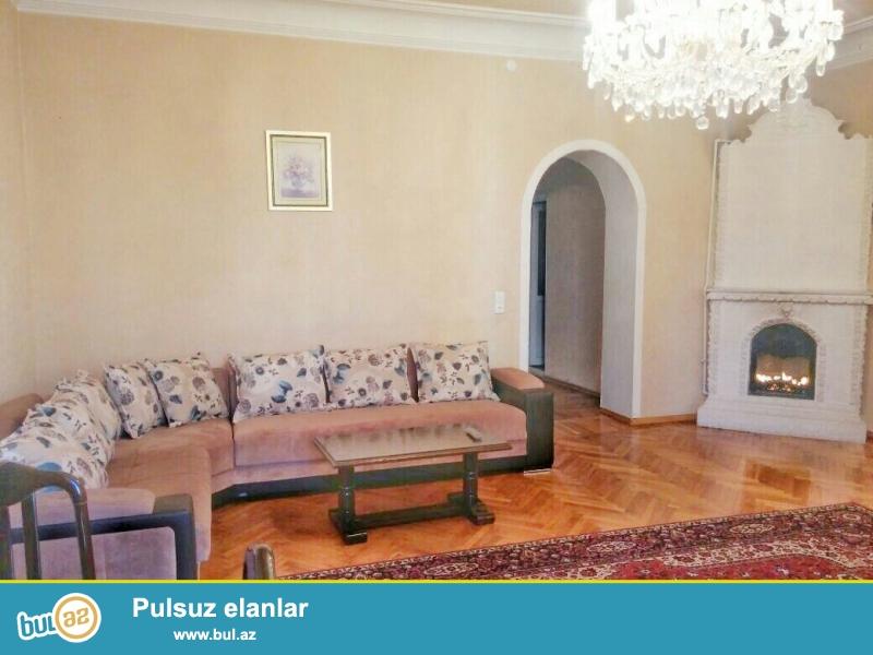 Kiraye gundelik evler. Seherin merkezinde Tarqovuda 2 otaqli ev gunluk kiraye verilir...