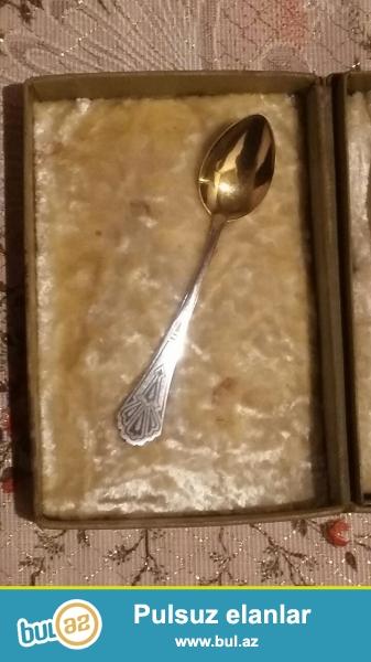 Qedimi qzıl suyuna salınmış gümüş çay qaşıqları...