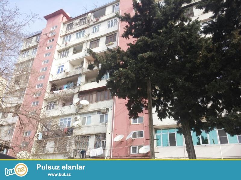 Продается 3-х комнатная квартира в Бинагадинском районе, в 8 МКР-е, рядом с Миграционной Службой...