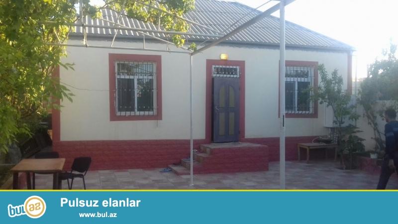 BIneqedi rayonu Bileceri qesebesi Ag saray sadliq evine ve91 N marsrut yoluna yaxin erazide 3 sotun icinde 3 otaqli ev satilir...