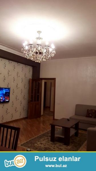 Очень срочно! Сдается в аренду   2-х комнатная квартира площадью  91  квадрат в близи метро Нариманов  на  элитном комплексе *Азинко*  7/16 , квартира с евроремонтом,    обставленная  дорогой  мебелью, с  большим  балконом  ,  свет, вода постоянно...