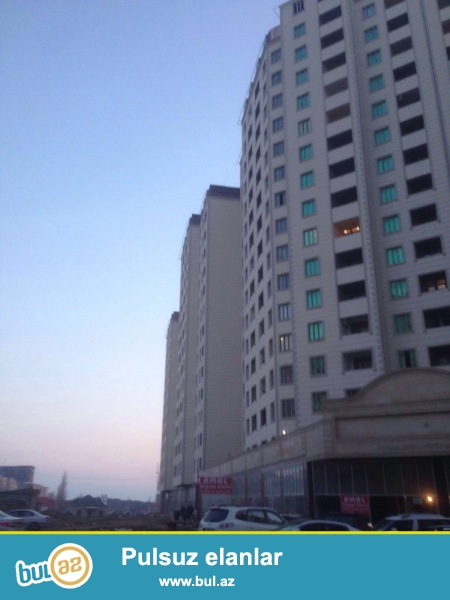 Hezi Aslanov metrosunun yaxinlighinda 15/15 temirsiz , 88,74 m2 erazisi olan mansard ev satilir...