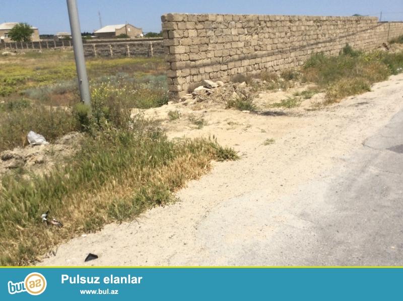 Bakı şəhəri Hövsandan Türkana gedən yolda dənizə 700 metr mesafede torpaq satiram...