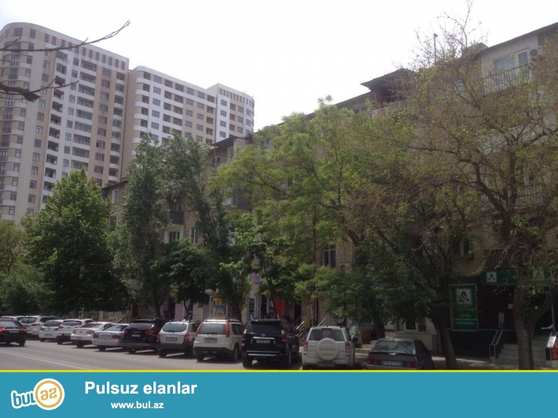 Yasamal rayonu Huseyn Cavid prospektinde 5 mertebeli Xrusovka layiheli binanin 3-cu mertebesinde orta temirli menzil satilir...