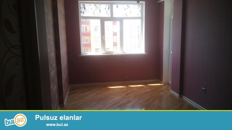 Очень срочно!!!В 10-ти минутах от метро Иншаатчылар, в заселённой новостройке с газом,продаётся 3-х комнатная квартира 10/18 с супер ремотом,площадью 115 кв...
