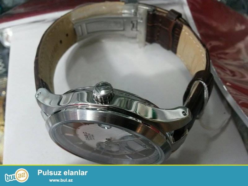 Casio Besıde (Orginal):Kvars mexanizm,paslanmayan polatdan korpus,mineral şüşe,tebii deri kemer,çox funksiyalı kişi saatıdı,fosforlu eqrebler,5 atm(50metr) su keçirmemezliye sahibdi...