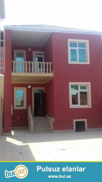 IDEAL BAZAR QIYMETINDEN UCUZ Masazirda merkezde Araz marketin yaninda 2,5 sotda2 mertebeli  5 otaqli tam temirli ev ve qarsisinda 50 kv metr sahesi olan obyekt satilir...