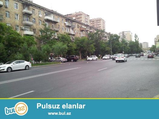 В элитном районе города около метро 28 мая, напротив парка Самед Вургун продаётся 1 комнатная квартира...