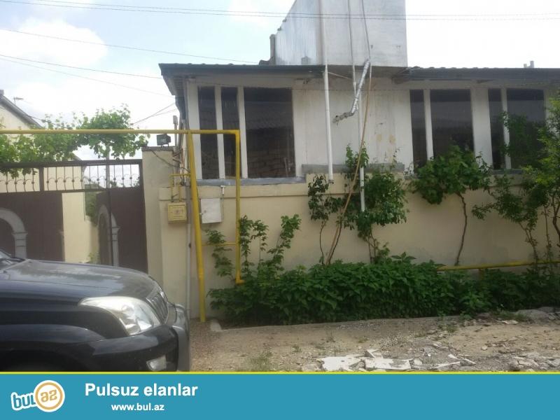 Bineqedi rayonunda 3 sotda tikilmis 6 das kursulu, 150 kvadratliq, 3 otaqli, super remontlu ev satilir...