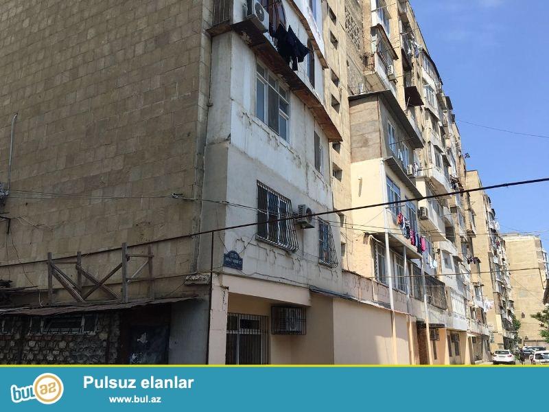 Yasamal rayonu Şefayet Mehdiyev küçesinde  ( Mirvari MTK-nın yanı ) 9 mertebeli Leninqrad layiheli binanın, dasş binanın 7-ci mertebesinde 2 otaqdan 3 otağa düzelme menzil satılır...