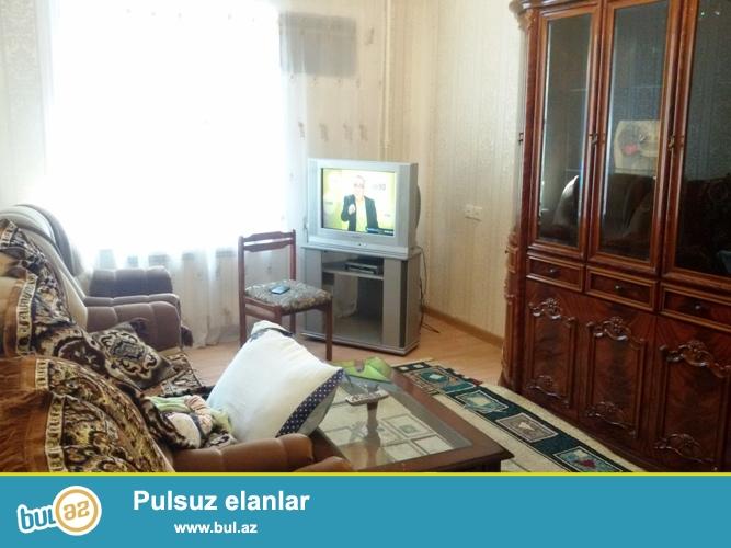Продается 2-х комнатная квартира в Бинагадинском районе, в 8 МКР-е, рядом с метро Азадлыг...