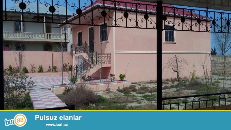 Bineqedi rayonunda 8 sotda tikilmis 240 kvadrat metrlik 2 mertebeli 4 otaqli ev satilir...