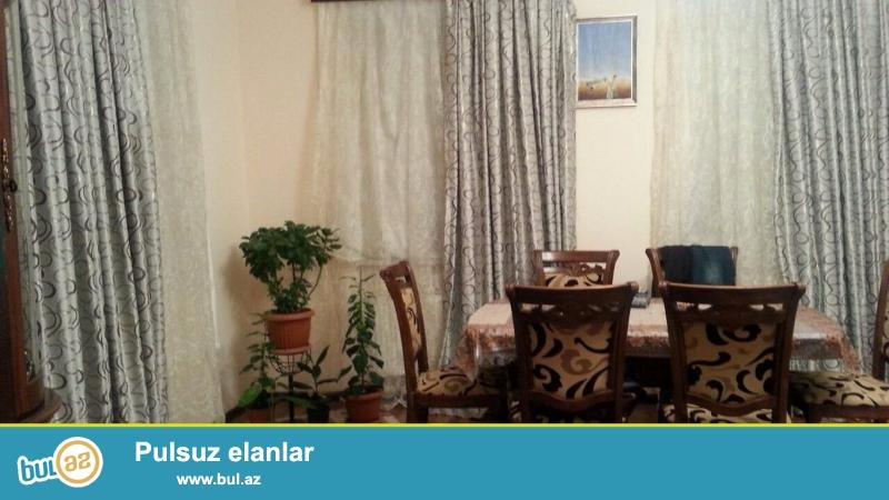 <br /> Очень срочно ! В поселке Новханы рядом с ''AS Marketom'' продаётся  4-х комнатный частный дом площадью 100 квадрат расположенная на  4-х сотках земли, Дом с хорошим ремонтом...