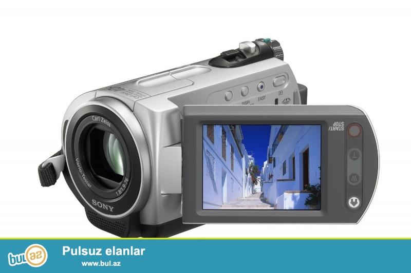 20 saata qədər qeydiyyat <br /> 30 GB-lıq sabit HDD <br /> Carl Zeiss Vario-Tessar obyektivli <br /> 40x optical/2000x digital zoom <br /> 2...