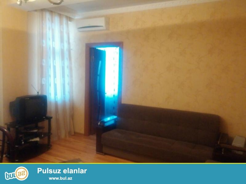 Новостройка! Квартира продается с мебелью! Продается 1 комнатная квартира переделанная в 2-х в Хырдалане , рядом с Исполнительной Властью...