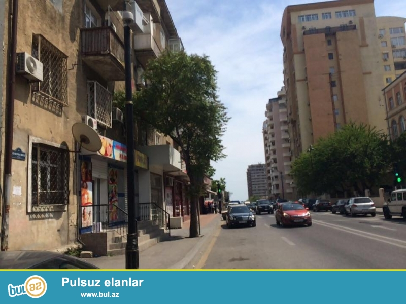 COX TECİLİ!!! Azadlig prospektinde, herbi prokuraturanin yaninda, Mireli Qaşqay kucesinde 2 otagli alman layiheli, daş ev satilir, 2/2, umumi sahesi 48 kv...