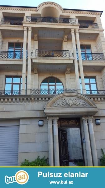 Очень срочно!  на пр.  Г.Алиева  (Инглаб) продаётся дом   4-х этажная 10-ти комнатная вилла  с мансардой  , площадью 1000 квадрат, расположенная на 4-х сотках...