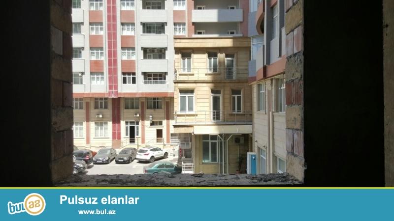 Heyder Eliyev merkezinin yaninda novostroykada 4 otaqli menzil satilir...