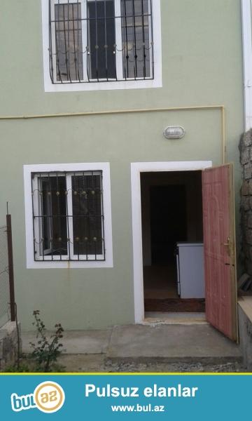 Zabrat  kruqundan 50 mt irəlidə tam yola yaxın 2 otaqlı ev kirayə verilir...