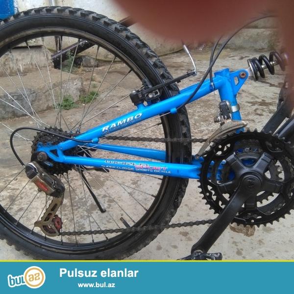Rambo velosipedi 24-dur arxa qabaq tormuz iwleyir her iki skoruw iwleyir bir ay surulub süper veziyyetde ciziq bele yoxdur...