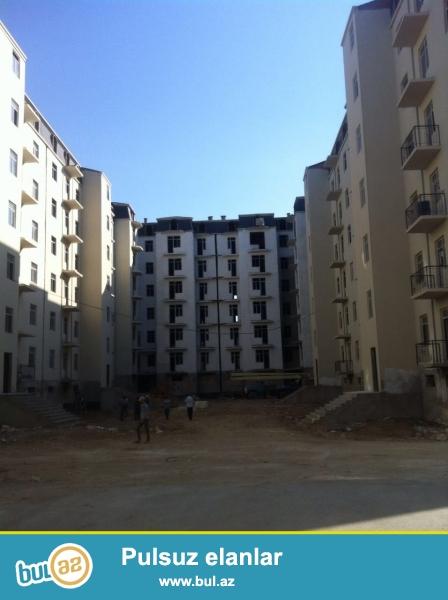 AAAF parkda 7 mərtəbəli binanın 7-ci mərtəbəsində 2 otaqlı mənzil satılır , Evin ümumi sahəsi - 72 kv...