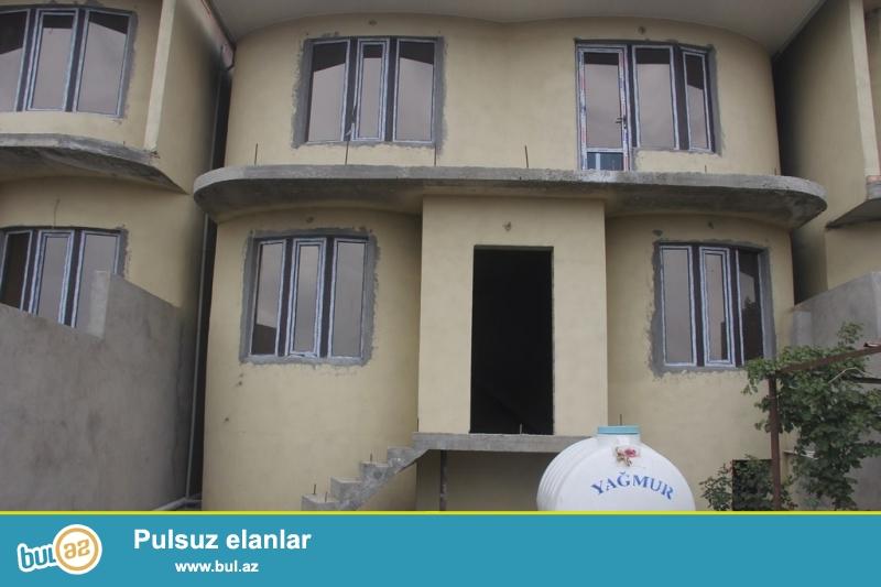 Очень срочно !  В Самом элитном районе  Хатаи (Зейтунлуг) продаётся 2-х этажный,5-и комнатный  частный дом, площадью 400 квадрат, расположенный на 2  сотках приватизированного земельного участка ...