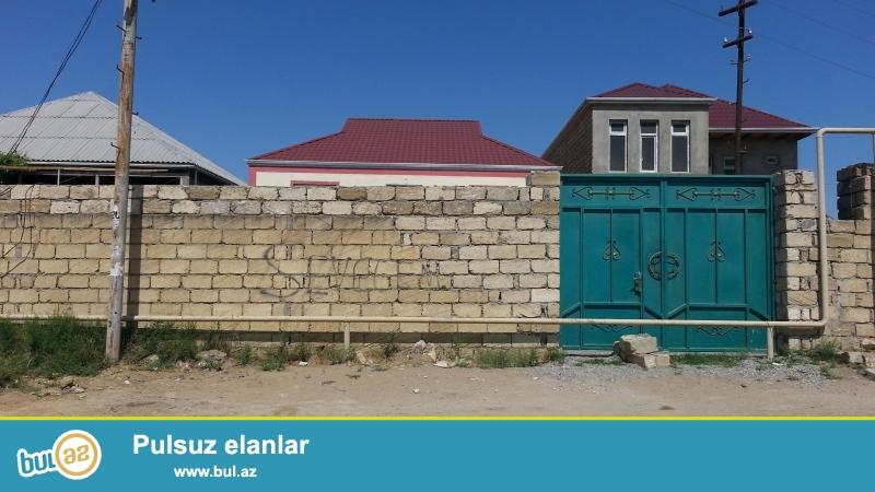 Ev Baki seheri Bineqedi rayonu Bineqedi-Xirdalan yolundan 40 metr mesafede yerlesir...