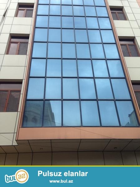 Очень срочно сдаётся в аренду на долгий срок 6-ы этажный ,22-ух  комнатный особняк расположенный не далеко от  проспекта  Теймура Алиева ...