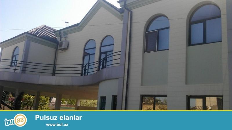 Срочно! В посёлке Новханы, 7 минут ходьбы от моря сдается в аренду на летний сезон 2-х этажная, 5-и комнатная, расположенная на 20 сотках земли дача...