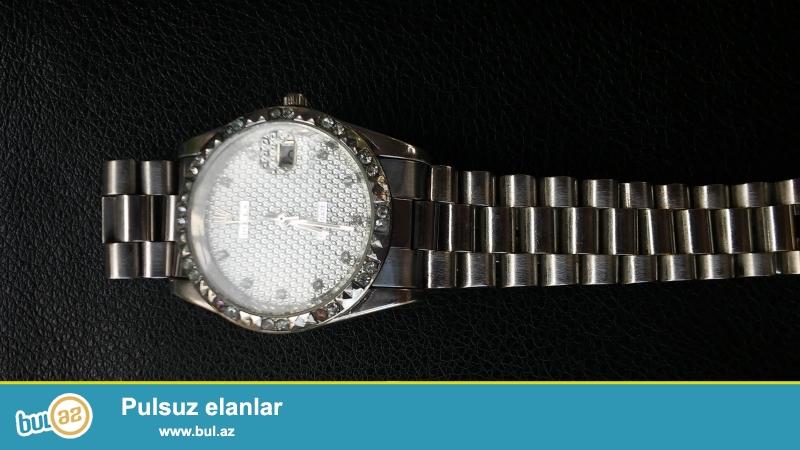 Rolex saaatı.Saatdan anlayışı olan nece firmanın saatı olduğunu bilir...
