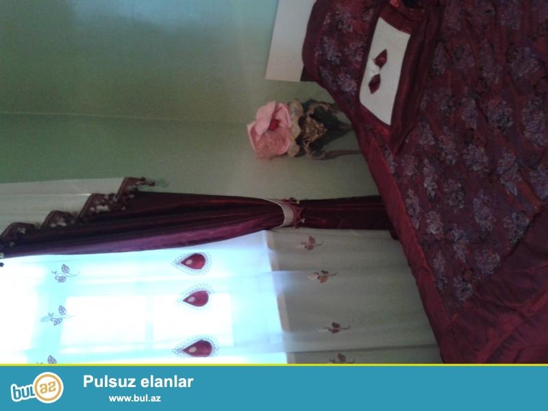 TECILI OLARAQ : Goycay rayonunda yola,mektebe yaxin 5 mertebeli binanin 2-ci mertebesinde 3 otaqli bina evi satilir...