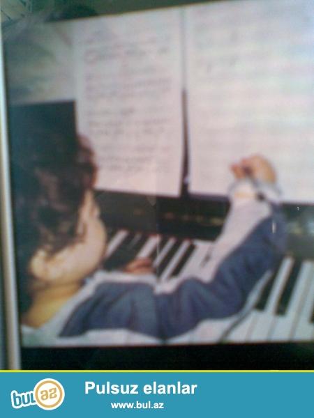 pianino ag ve gehfeyi rengde ela veziyetde. pianino temiri, koklenmesi, catdirilmasi...
