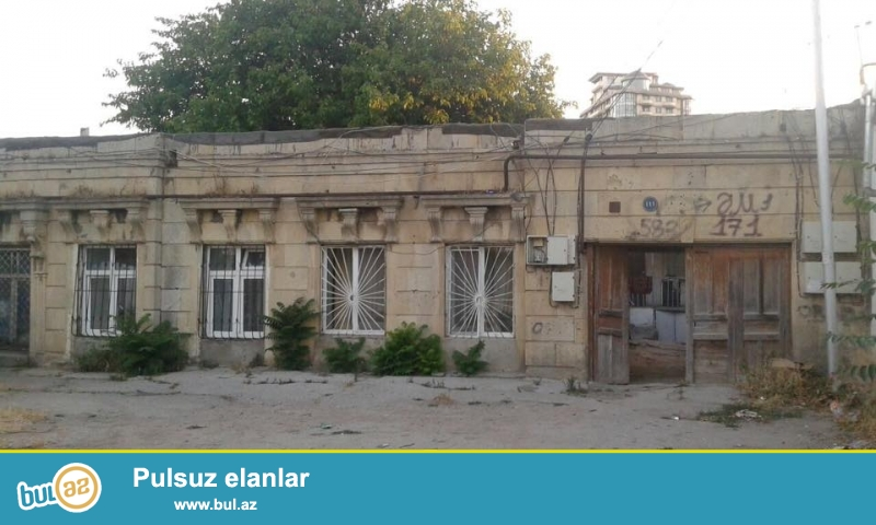 Rus sefirliyi ile uzbeuz, Bakixanov kucesinde 2 otagli heyet evi satilir, geniş otaglar, orta temirli, seliqeli, temiz ev...