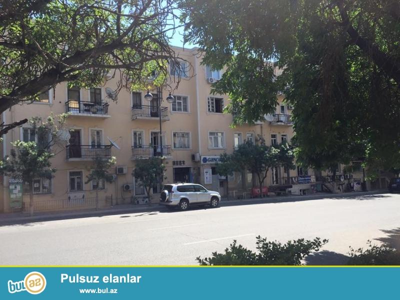 Продаётся срочно.<br /> В экологически-чистом районе города - на проспекте Азадлыг, около к/т «Дружба» и «посольства США» продаётся 2-х комнатная квартира...