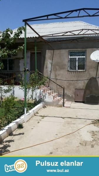 Abşeronda Sarayda Sumqayıta yaxın Üzümlükdə torpağın çıxarışı ilə 2 sotda 6 daş kürsülü 3 otaq ev...