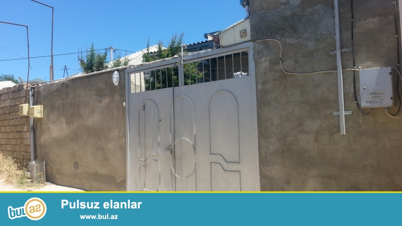 Ev Baki seheri Bineqedi rayonu Bineqedi qesebesinde 133 nomreli Genclik Bineqedi avtobusun son dayamacagindan 50 metr mesafede yerlesir...