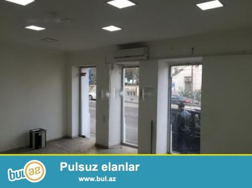 İnqilabda binaaltı 280 kvm aylıq arendası 7min manat olan obyekt satılır...