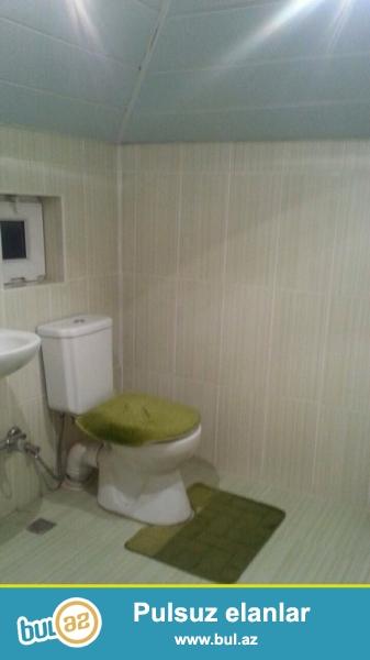 Очень срочно ! В поселке Новханы рядом с ''AS Marketom'' продаётся 2-х этажный,  4-х комнатный частный дом площадью 100 квадрат расположенная на  4-х сотках земли, Дом с хорошим ремонтом...
