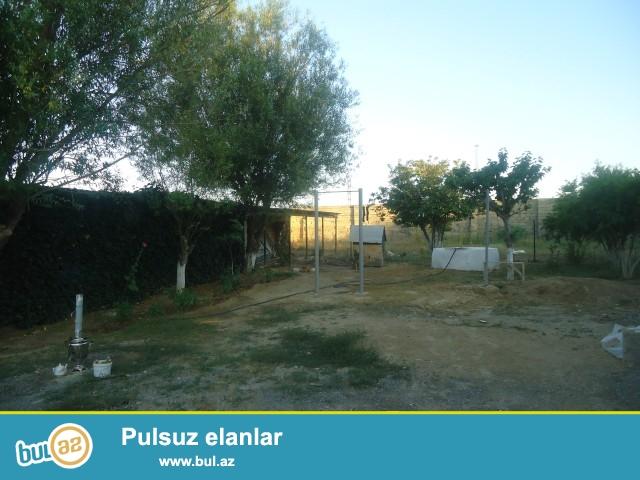 Sabunçu rayonu Zabrat 2 qəsəbəsi, ateisin yanı, əsas yoldan 300 metr məsafədə, 4 tərəfi hasarlanmış 5 sot torpaq sahəsi satılır...