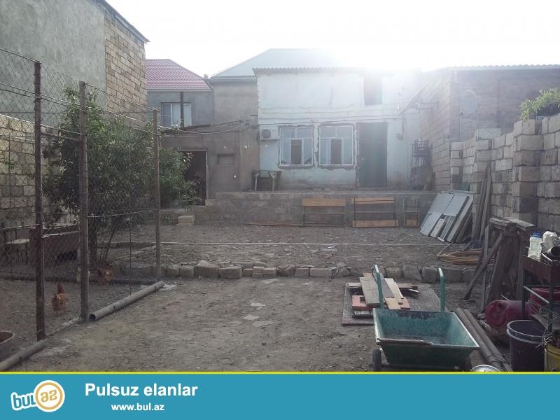xocesen qesebesinde yolustu piyada kecidinin 50 metr yaxinliginda 2 otaqli heyet evi satilir...