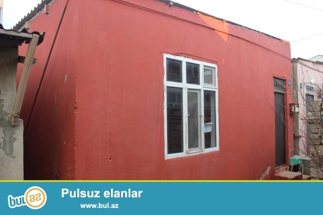 Sabunçu rayonu Zabrat 2 qəsəbəsində 148№  marşurut yolunun üstündə ümumi sahəsi 50 kv...