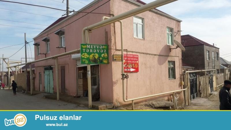 Bileceri qesebesi Ag saray sadliq sarayinayaxin erazide 200 kv metr sahede 2 mertebeli ev 2 obyekt ve qaraj satilir...