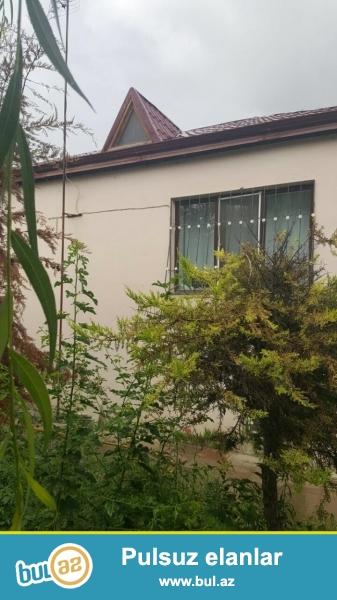 Xudatda, 130 kvadratmetrlik (5 kvadrat metr həyəti), yeni təmirli, əşyaları ilə birlikdə 3 otaqlı həyət evi satılır...