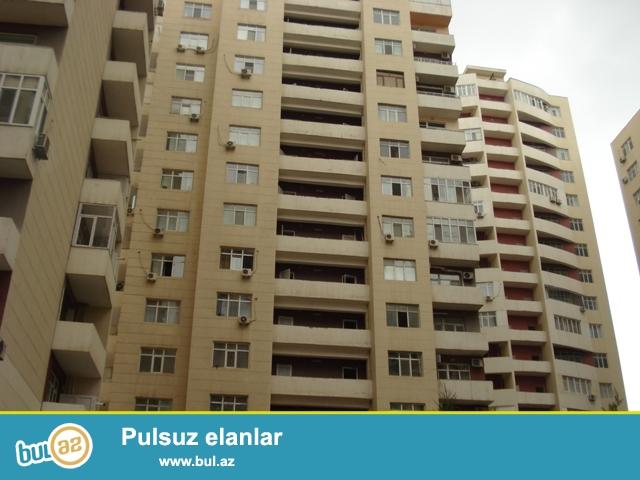 Elmlər Akademiyası metrosu yaxınlığında Musabekov parkın yanında Favorit marketin arxasında 3 otaqlı mənzil satılır...