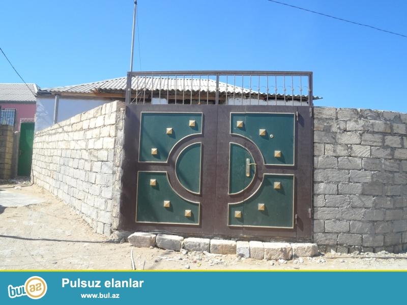 Bineqedi Rayonu Bineqedi Qesebesinde 2 Sotun icinde 3 Otaqli Super Temirli Heyet Evi Senet Belediyye Texpasportu Ve Qeydiyyat yolu ile