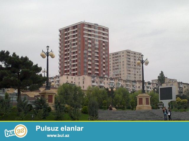 Satilir,Yasamal Rayon Musabeyov Parkinin yaxinligi,17 mertebeli binanin 8 mertebesi 3 otaqli 135kv Qaz,su,isiq Qupca(cixaris) var...