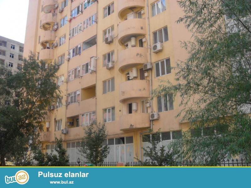 Срочно.<br /> Ени Ясамал, недалеко от «BİZİM MARKET»-а в полностью заселенной новостройке с «ГАЗ»-ом продаётся 1 перед...