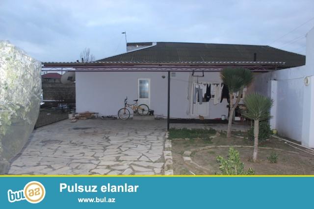 Sabunçu rayonu Maştağa qəsəbəsi, 6 sot torpaq sahəsində 3 daş kürsülü, 130 kv...