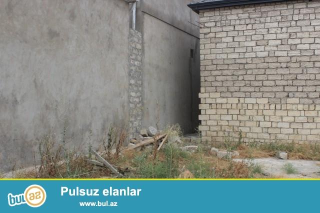 Sabunçu rayonu Zabrat 2 qəsəbəsi, əsas yoldan 250 metr məsafədə, 3 sot torpaq sahəsində 3 daş kürsülü, ümumi sahəsi 30 kvadrat olan 2 otaqlı, pod mayak ev satılır...