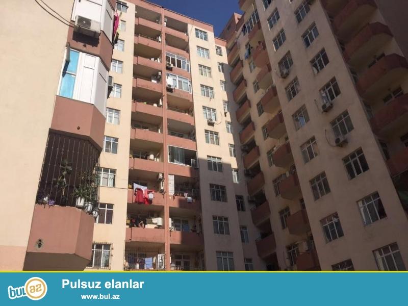 В районе Ени Ясамал, рядом с Беяз маркетом, в элитно полностью заселенном комплексе с Газом продается 2-х комнатная квартира, 12/3, общая площадь 51 кв...
